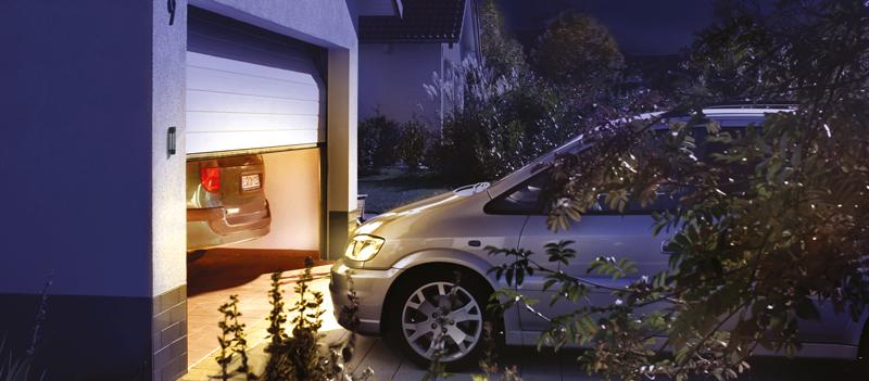 Garagentorantriebe3_Motiv_Weilheim_Nacht_Telecody_800x351px